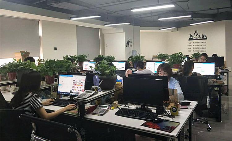 郑州雯聪商贸有限公司:快乐工作,幸福生活!